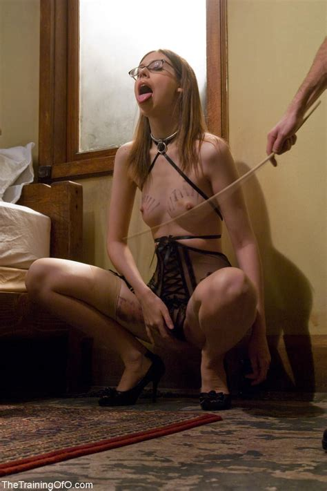 Sexual slave, girl slaves wearing a collar humiliation jpg 800x1200